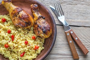 Spicy chicken drumsticks with rice