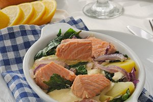 Salmon with potatoes and spinach cre
