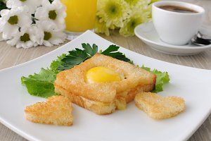Toast with egg in the form of a hear