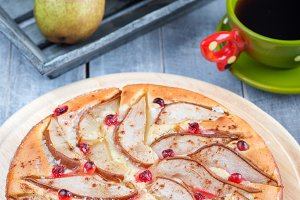 Homemade Pears Pie with Cranberry