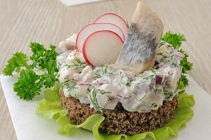 Salted herring tartare with apple an
