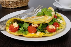 Omelet with spinach, basil, cherry