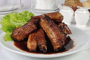 Spicy pork ribs marinated in garlic