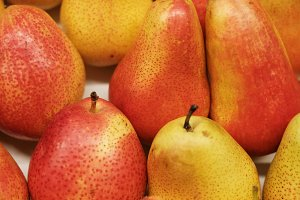 ripe juicy pears background