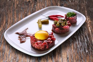 Steak tartare with capers