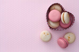 Macarons heart-shaped gift box