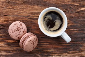 Americano coffee with macarons