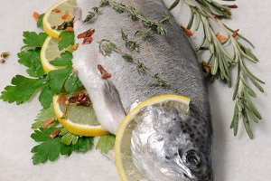 Fresh trout with lemon and spices