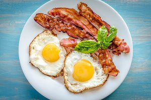 Bacon with eggs
