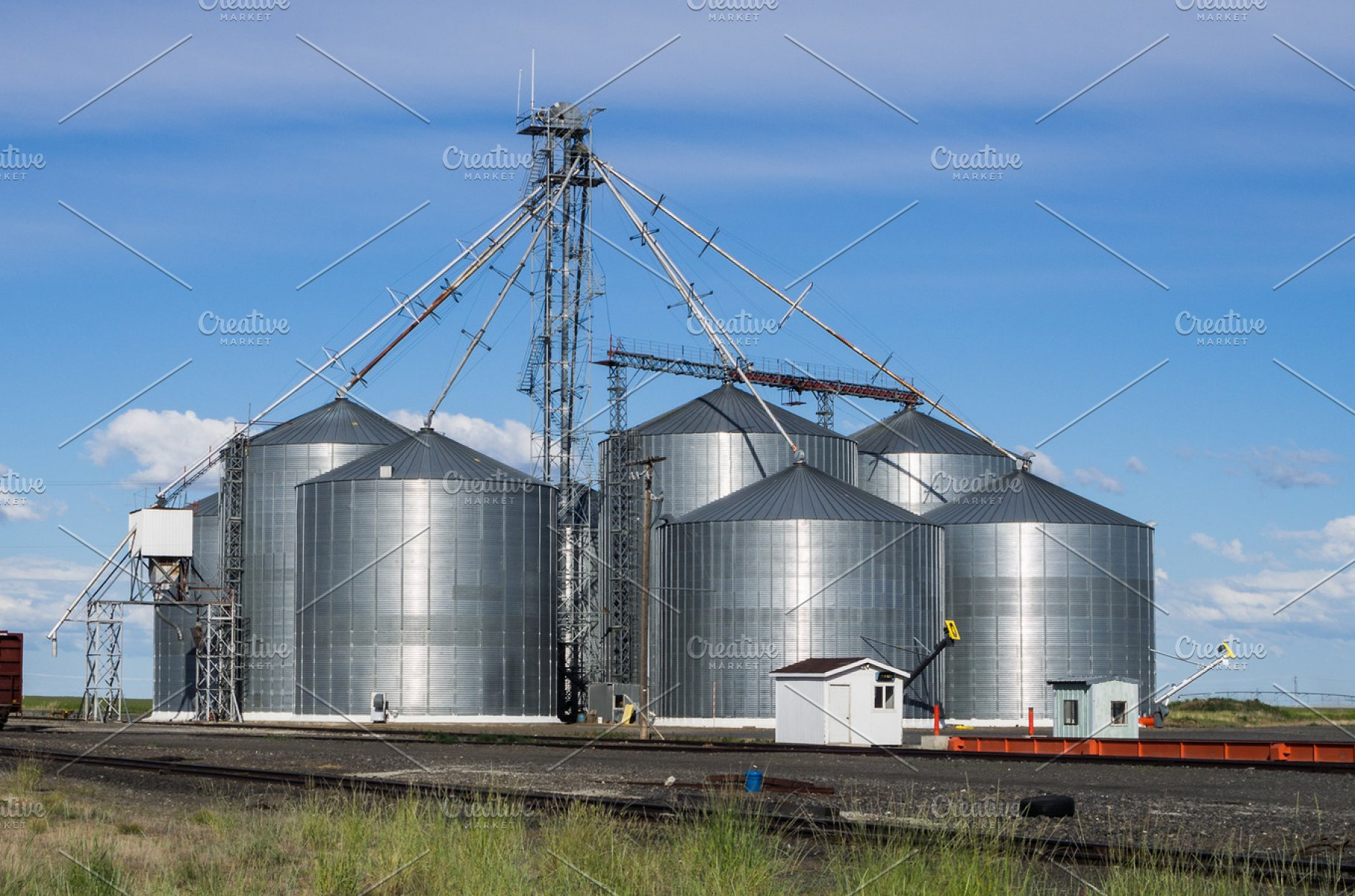 Metal grain storage silos