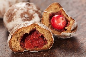 Gingerbread with cranberry