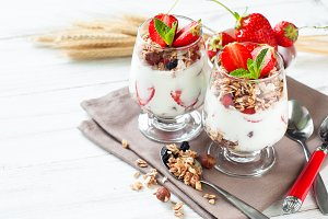 Yougurt with strawberries and granola