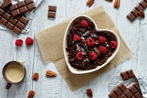 Cocoa pasta with raspberries