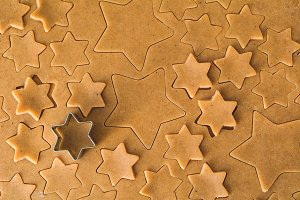Cutting stars shaped cookies