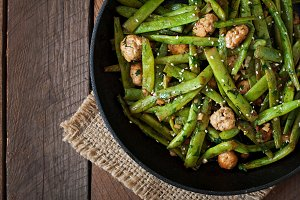 Green beans fried with chicken