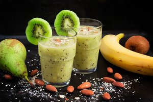Healthy drink with kiwi, pear, banana and oat bran