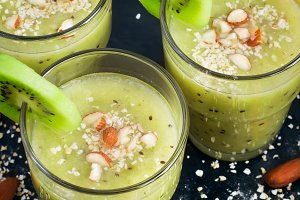 Green smoothie with kiwi fruit, oat bran and almonds