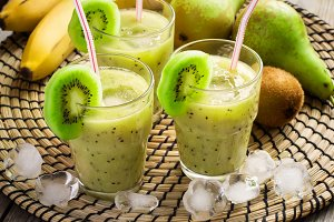 refreshing smoothie with kiwi and ice