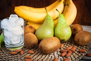 Ingredients of green smoothies: bananas, kiwi, pears and ice