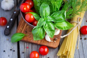 Spaghetti, basil, cherry tomatoes and spices.