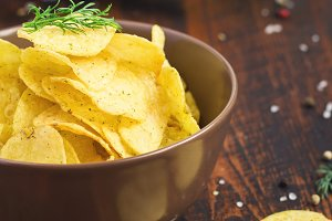 Beer and potato chips with dill in a bowl
