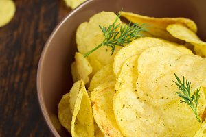 Crispy potato chips with dill in a bowl