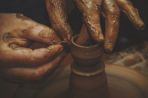 The hands of a potter