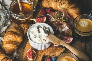Breakfast with croissants & ricotta