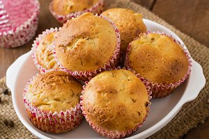 Fruit muffins with nutmeg