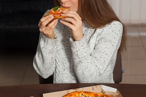 Pretty woman keeps pizza