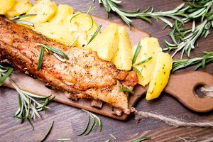 Baked pork ribs with potatoes