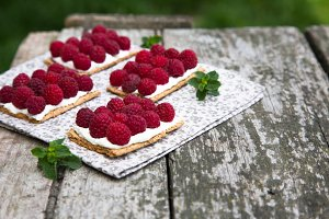 canapés with cheese and raspberries