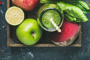 Green & purple smoothies with fruit