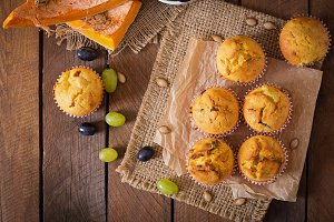Muffins with pumpkin and grapes.