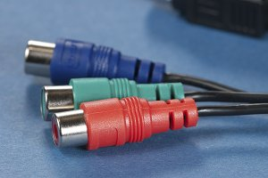 Audio cable with plugs