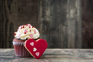Valentine cupcake and cookie