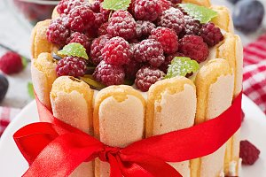 Cake with raspberries and plums.