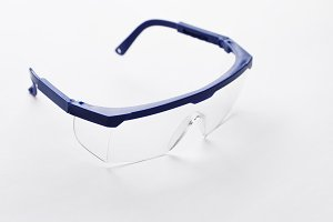 Protective glasses with transparent lenses