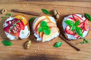 Fruit Bruschetta with spices and nuts
