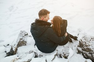 couple posing in a snowy park
