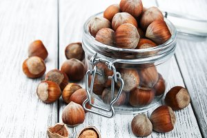 Organic whole hazelnuts