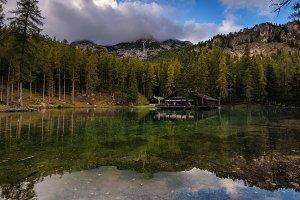 Wooden hut in Ghedina lake
