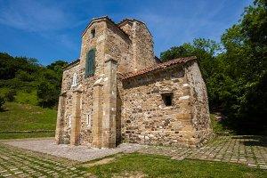 San Miguel de Lillo, Century IX