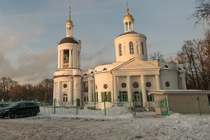 Moscow Church  Kuzminki  and car