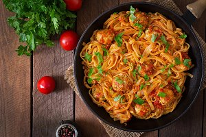 Pasta linguine with meatballs