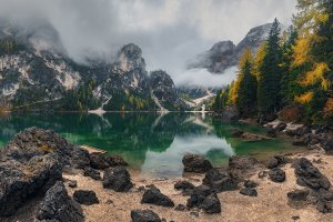 Stone beach at lake Braies web