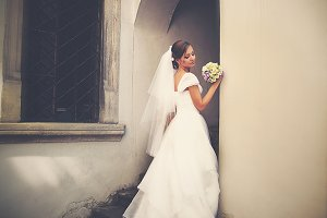 Bride poses in the entrance
