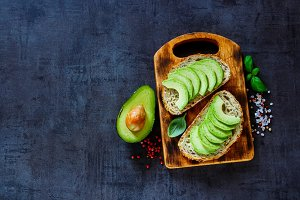 Vegan avocado bruschetta