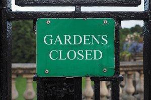Gardens closed sign