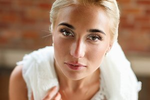 A perfect face of blond bride